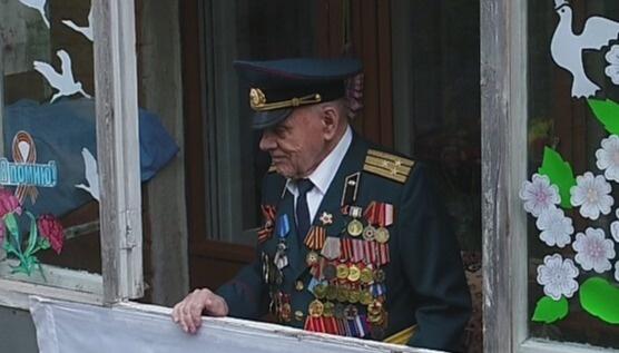 parad-i-slova-blagodarnosti-v-orle-sotrudniki-mchs-pozdravili-uchastnika-velikoy-otechestvennoy-voyny_1588937321670369932__800x800