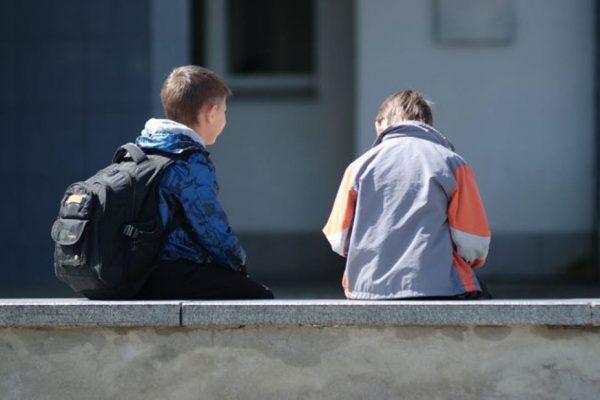 два подростка