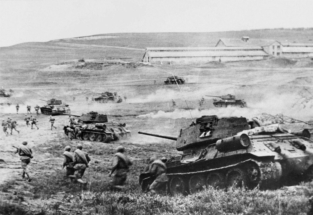 tankovyj-boj-vremyon-vov-1024x705